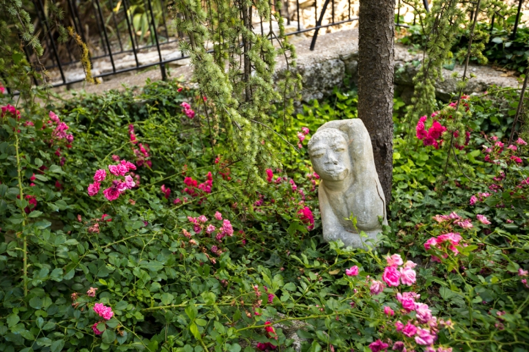 28 June 2014 - A Sculpture in Upper Village